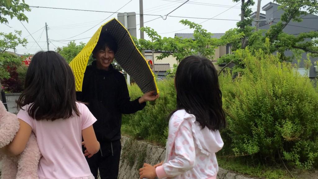 【日本一周】面白い出会い!小学生の女の子3人組と遊んでいたら、半日過ぎていた件。「大人のともだち」ができれば、きっと豊かになれるよね。