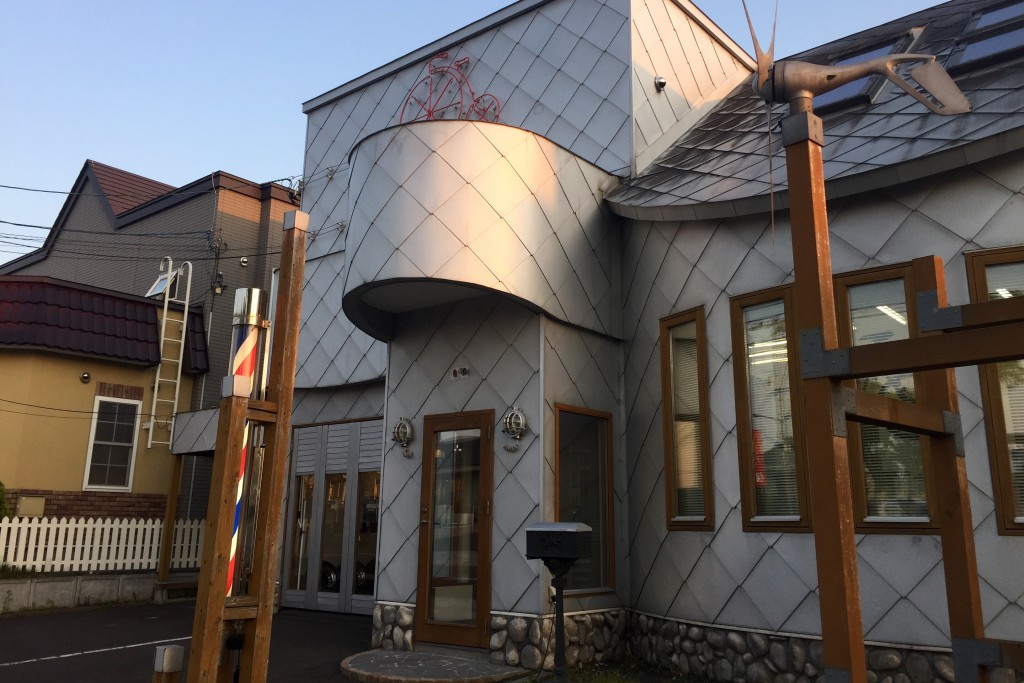 「ミスターバイシクル」過去300人もの日本一周チャリダーが訪れた、伝説の散髪屋へ!!!