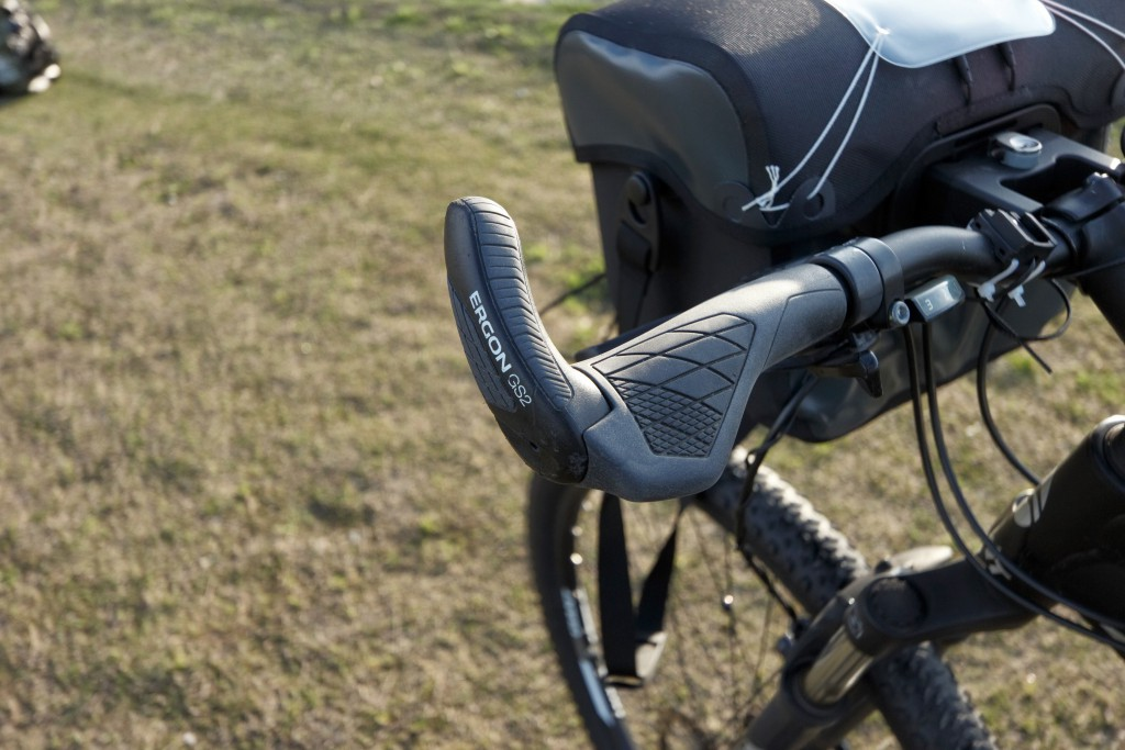 ELGON(エルゴン)のグリップに換装したら自転車走行が楽になった!【ELGON GP GS】