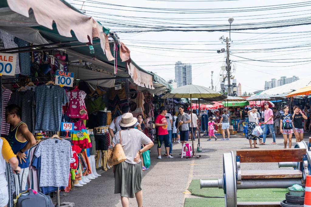 【バンコク観光】チャトチャックマーケットで面白いお土産を探す!【地図・アクセス情報も】