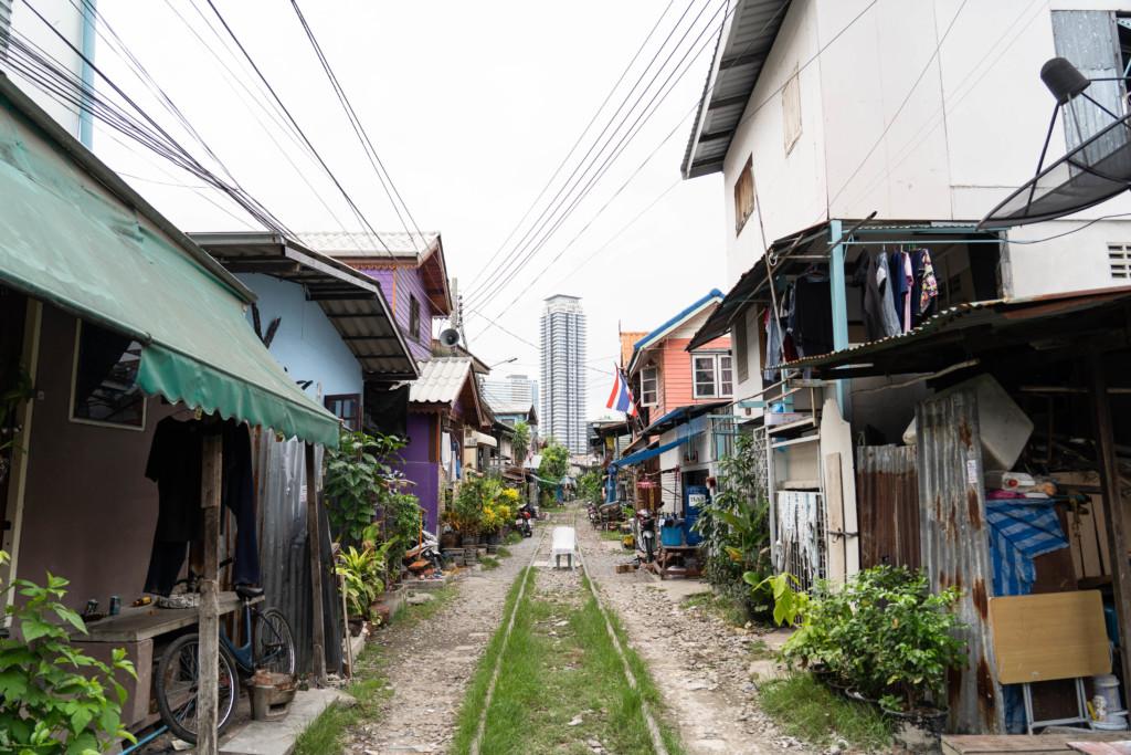 バンコク最大のスラム「クロントゥーイスラム」へ潜入!すえた臭いの先にあるものとは