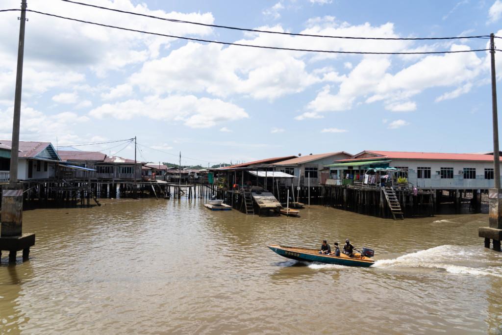 世界最大の水上集落!ブルネイの「カンポン・アイール」で住民の家を覗いてみた【アクセス情報・所要時間】