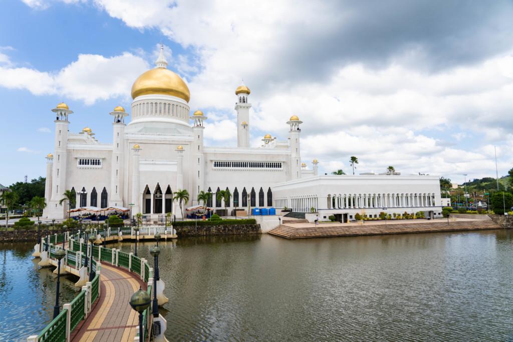 【ブルネイ観光】これぞ富の象徴!オールドモスク・ニューモスク・王宮を見学【アクセス情報・営業時間】