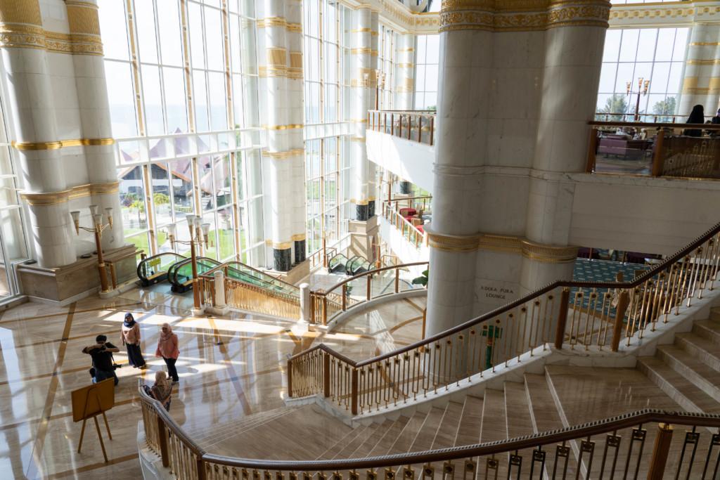 【世界最高級】ブルネイの七つ星「エンパイア・ホテル」で王族生活をプチ体験!【アクセス・宿泊記】